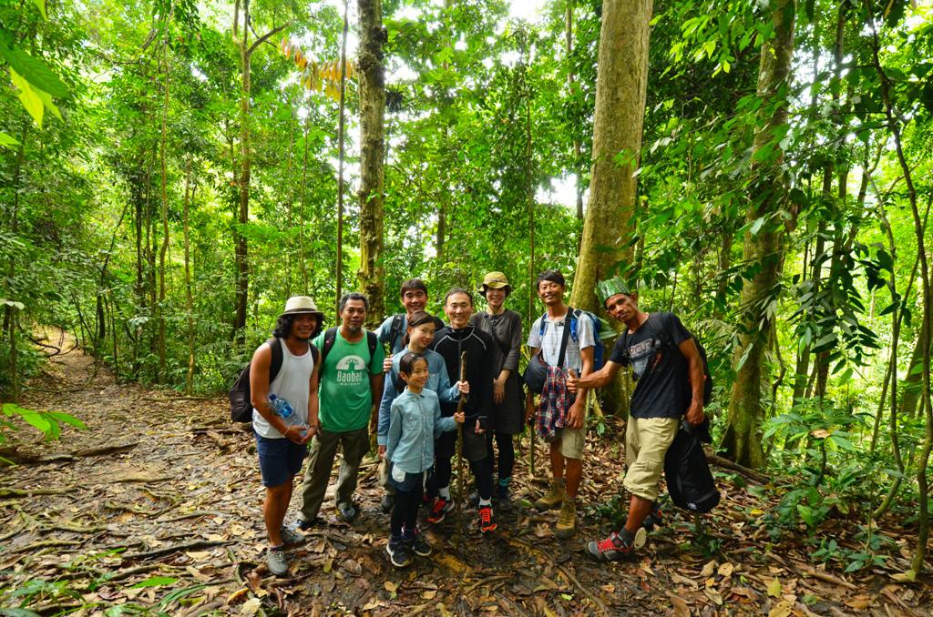 【オランウータンと7種類の霊長類を探す旅】家族4人でオランウータンを探す旅